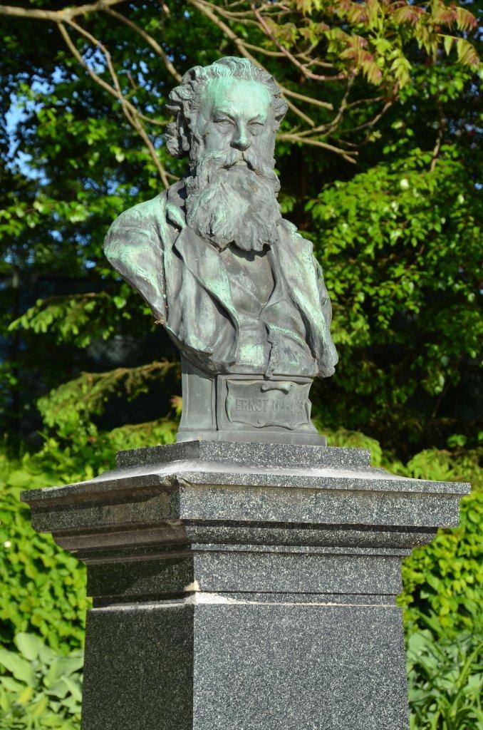 Wahliß-Denkmal am Blumenstrand nahe dem Parkhotel - Blumenstrand, Kärnten (9210-KTN)