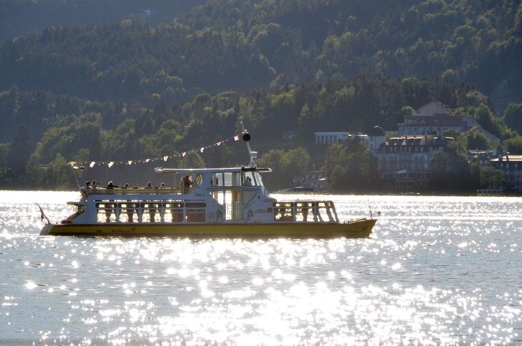 """Motorschiff """"Velden"""" in der West-Bucht des Wörthersees - Pörtschach am Wörther See, Kärnten (9210-KTN)"""