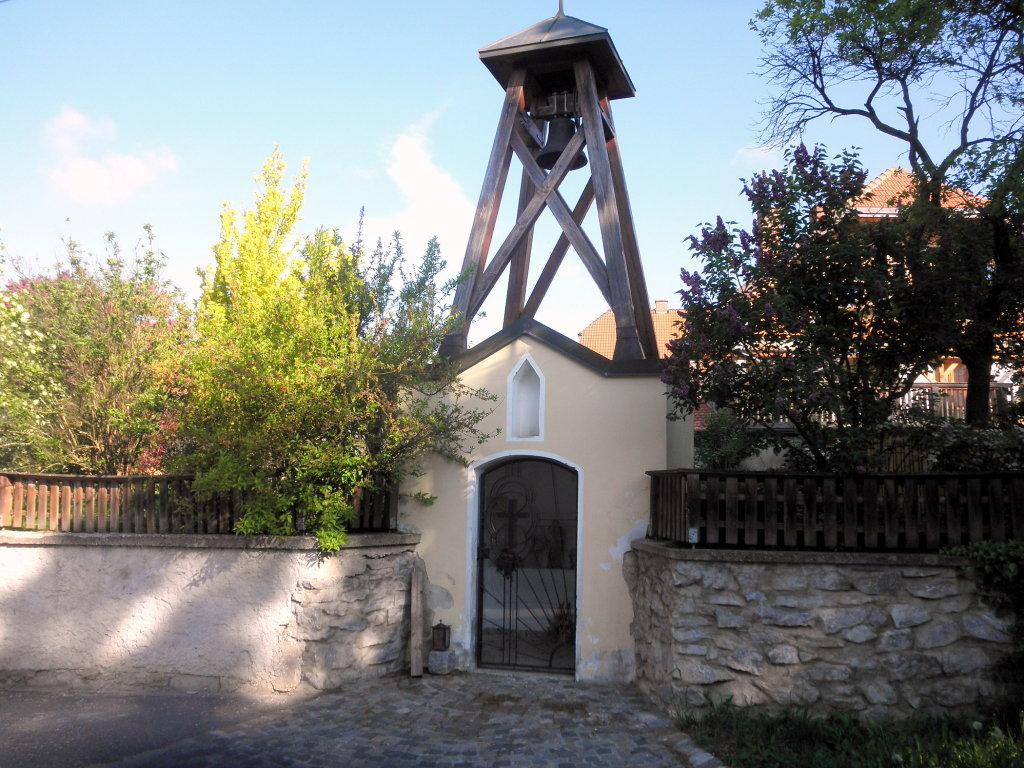 Kleine Kapelle mit Glockenturm in Ladings - Ladings, Niederösterreich (3522-NOE)