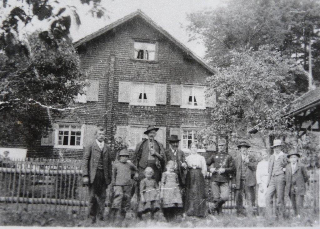 Gasünd mit Personen unbekannt, ca 1920-1925 - Gasünd, Vorarlberg (6700-VBG)