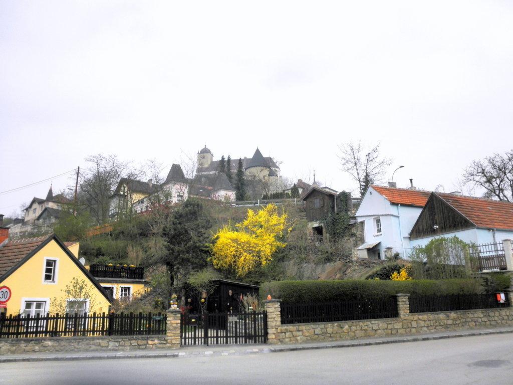 Blick von Thunau zur Kirche St. Gertrud - Thunau am Kamp, Niederösterreich (3571-NOE)