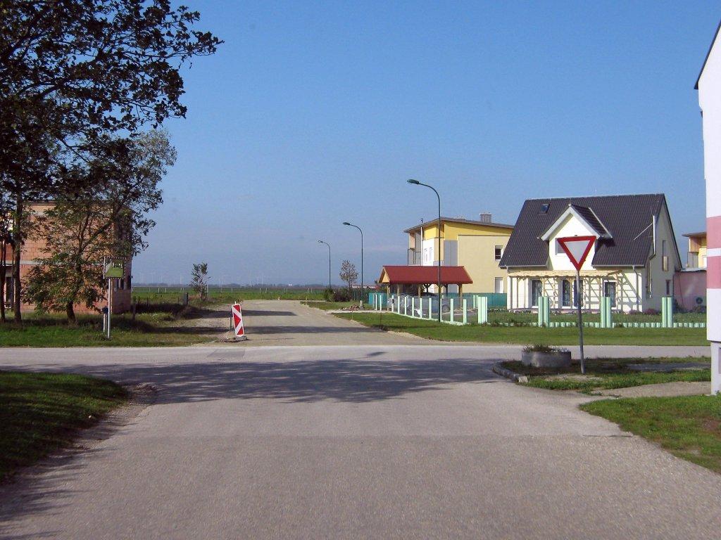 Kreuzung Nickelsdorferstraße mit Am Sportplatz im Sommer 2014 - Am Sportplatz, Burgenland (2423-BGL)