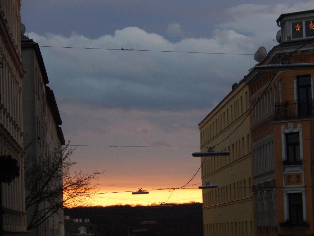Abendstimmung - Wolkencocktail Silvester '14 um etwa 16:30 - Wien (W)