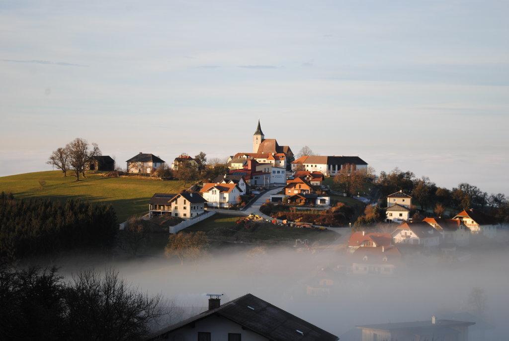 Über dem Nebel - St. Michael am Bruckbach, Niederösterreich (3352-NOE)