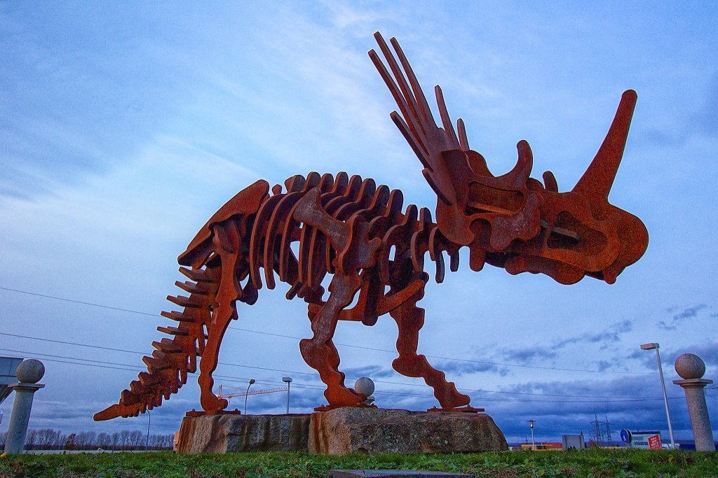 Dinosaurier am Kreisverkehr - St. Florian, Oberösterreich (4490-OOE)
