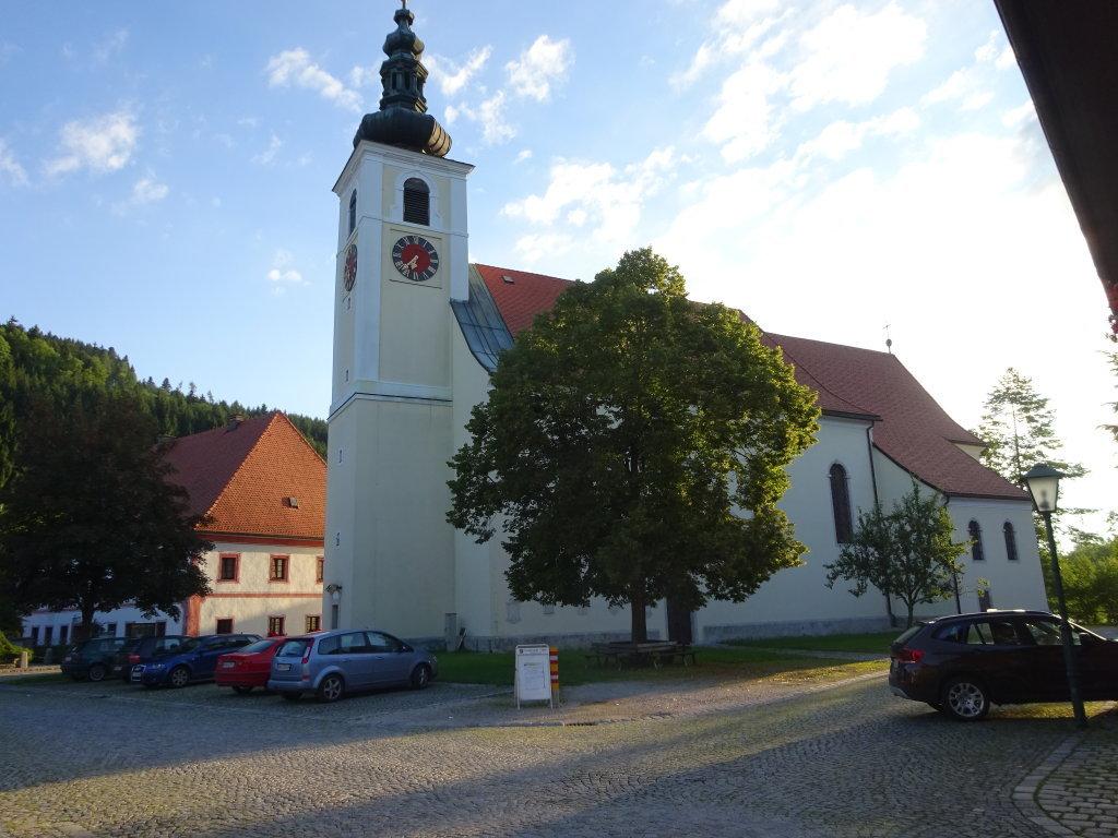 Pfarrkirche Viechtwang sie ist dem hl. Johannes Ev. geweiht - Viechtwang, Oberösterreich (4644-OOE)