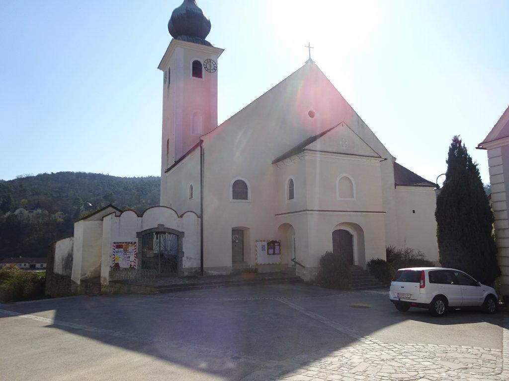 Kath. Pfarrkirche hl. Johannes der Täufer in Stiefern - Stiefern, Niederösterreich (3562-NOE)