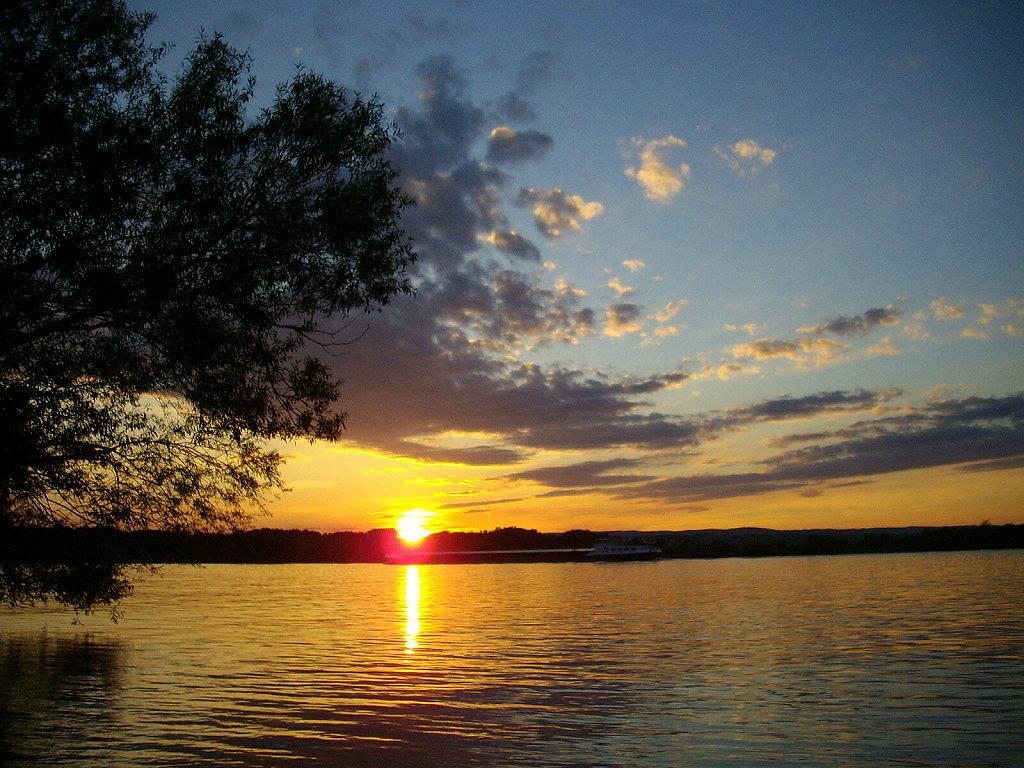 Sonnenuntergang vom Donauufer - Krems, Niederösterreich (NOE)