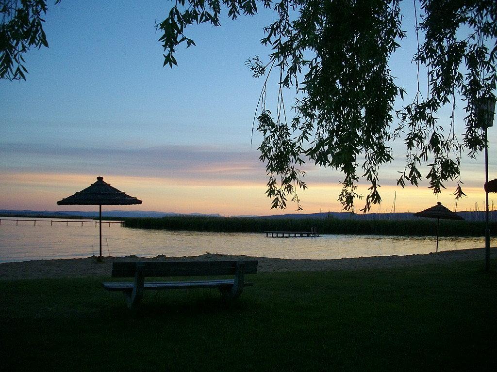 Abendstimmung am Strand im Naturbad Breitenbrunn - Breitenbrunn, Burgenland (7091-BGL)