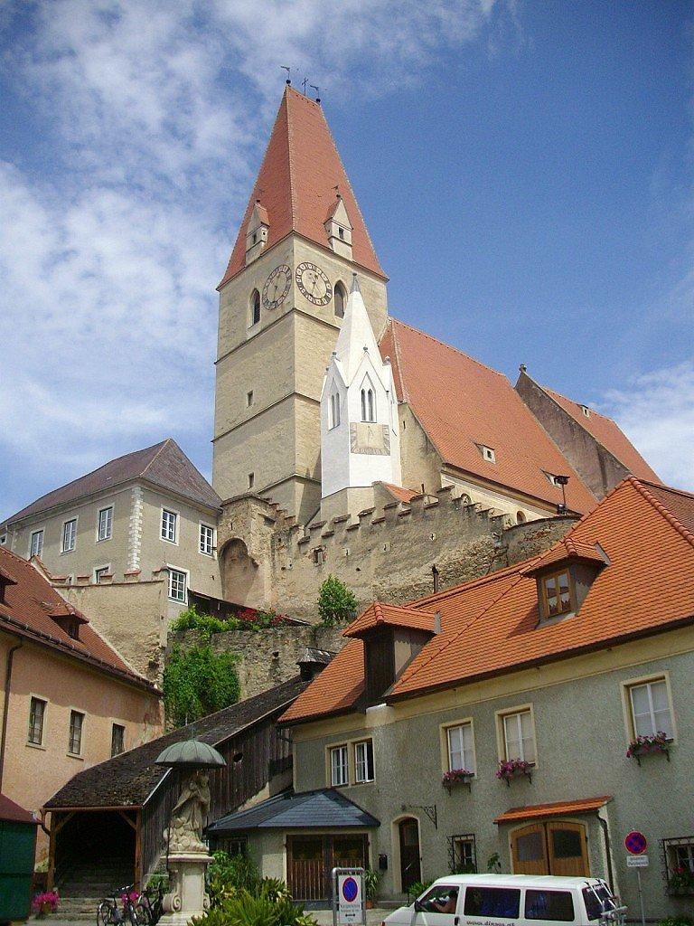 Marktplatz Weißenkirchen mit Kirche - Weißenkirchen in der Wachau, Niederösterreich (3610-NOE)