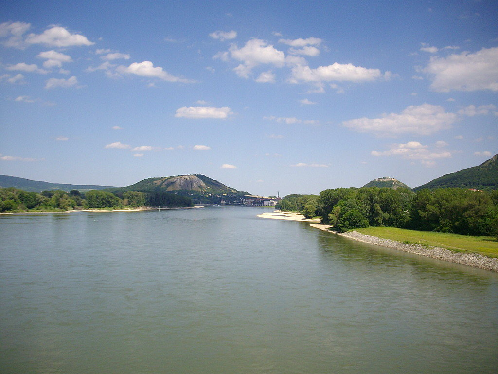 Braunsberg von der Brücke aus - Hainburg an der Donau, Niederösterreich (2410-NOE)