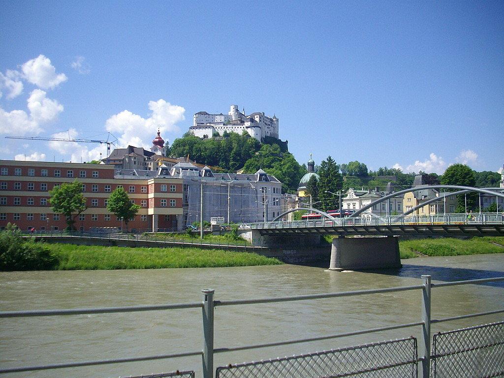 Karolinenbrücke mit Festung im Hintergrund - Salzburg Stadt (5020-SBG)